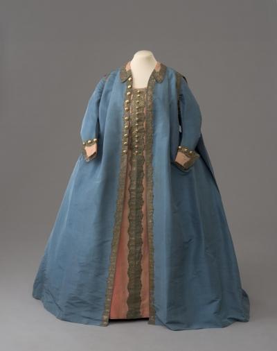Мундирное платье Екатерины II по форме лейб гвардии Конного полка. Россия, 1776 г. Шелк, позумент золоченый, длина: 147 см. ГЭ
