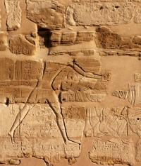 Фараон Рамзес II убивает пленных после битвы при Кадеше.