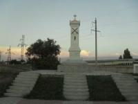 Памятник русским воинам, павшим под Евпаторией, поставленный Караимским обществом.